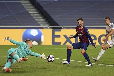 Barcelonas Torhüter Marc-André ter Stegen (l) konnte sich nur selten auszeichnen und erlebte einen bitteren Abend. Foto: Rafael Marchante/Reuters Pool/dpa