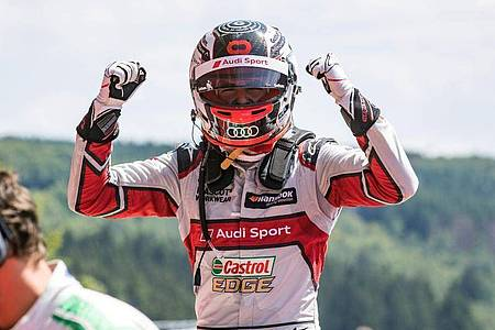 Der Schweizer Nico Müller vom Audi Sport Team freut sich über seinen Sieg auf dem Lausitzring. Foto: Jürgen Tap/Hoch Zwei/dpa/Archivbild