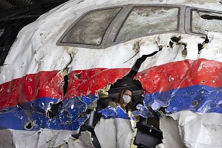 Das Flugzeug der Malaysia Airlines sollte 2014 von Amsterdam nach Kuala Lumpur fliegen. Foto: Peter Dejong/AP Pool/dpa