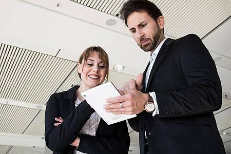 Teilt man Interessen und Talente, liegt die Idee nicht fern, als Geschwister zusammenzuarbeiten. Foto: Christin Klose/dpa-tmn