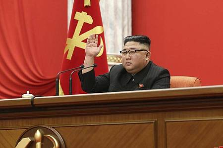 Der nordkoreanische Führer Kim Jong-un nimmt an dem achten Kongress der herrschenden Arbeiterpartei teil. Foto: -/KCNA via KNS/AP/dpa