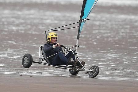 Herzogin Kate beim Strandsegeln im schottischen St. Andrews. Foto: Andrew Milligan/PA Wire/dpa