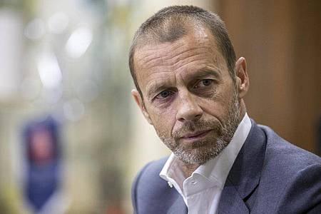 Die UEFA um Präsident Aleksander Ceferin spielt verschiedene Szenarien für die EM 2021 durch. Foto: Manu Fernandez/AP/dpa