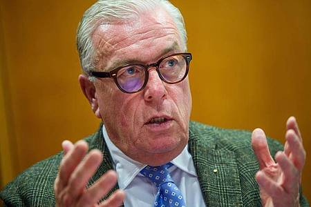 Klaus Reinhardt, Präsident der Bundesärztekammer, ist derzeit gegen mehr Druck auf ungeimpfte Menschen. Foto: Gregor Fischer/dpa