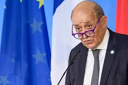 Der Außenminister von Frankreich, Jean-Yves Le Drian, sieht das Verhältnis innerhalb der Nato belastet. Foto: Jens Schlueter/POOL-AFP/dpa