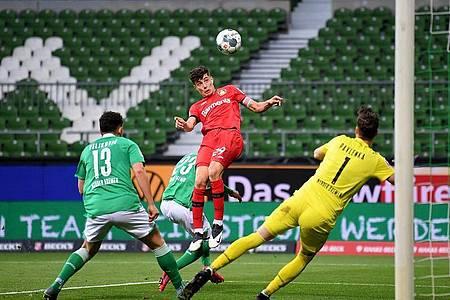 Kai Havertz (M) legte mit zwei Toren den Grundstein zu Leverkusens Sieg in Bremen. Foto: Stuart Franklin/Getty-Pool/dpa