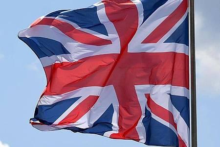 Die Flagge von Großbritannien weht im Wind. Foto: Monika Skolimowska/dpa-Zentralbild/dpa