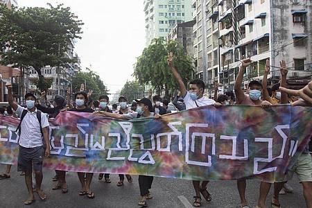 Seit sich das Militär in Myanmar an die Macht geputscht hat, kommt es landesweit immer wieder zu Protesten - die oft brutal niedergeschlagen werden. Foto: Uncredited/AP/dpa