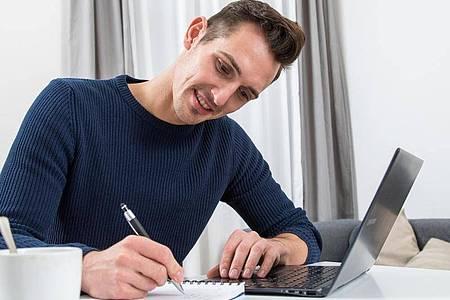 Prüfung ganz bequem von zu Hause aus? Online-Klausuren können auch ihre Tücken haben. Foto: Christin Klose/dpa-tmn