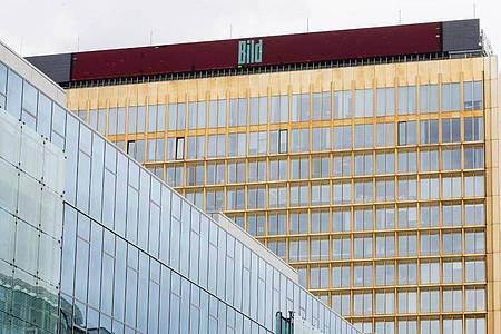 Axel Springer und Facebook haben sich nach jahrelangen juristischen Auseinandersetzungen überraschend auf eine umfassende Zusammenarbeit verständigt. Foto: Christoph Soeder/dpa