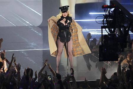 Madonna erscheint bei den MTV Video Music Awards im Barclays Center. Foto: Charles Sykes/Invision via AP/dpa