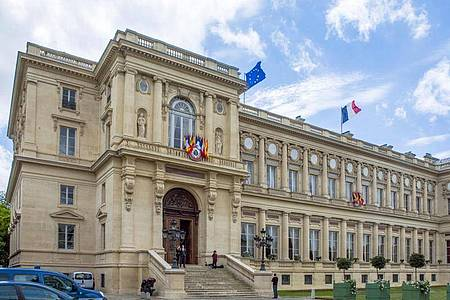 Das französische Außenministerium am Quai d`Orsay in Paris - jetzt wurden die Botschafter aus den USA und Australien zu Konsultationen zurückgerufen. Foto: Jens Büttner/dpa-Zentralbild/dpa