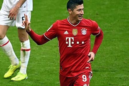 Nähert sich immer mehr der Rekordmarke von Gerd Müller:Bayern-Torjäger Robert Lewandowski. Foto: Matthias Balk/dpa POOL/dpa
