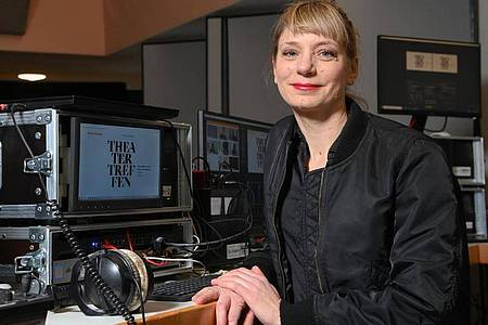 Yvonne Büdenhölzer, Leiterin des Theatertreffens. Foto: Jens Kalaene/dpa-Zentralbild/dpa