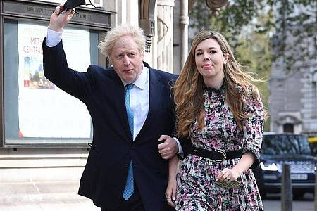 Premierminister Boris Johnson und seine Verlobte Carrie Symonds haben geheiratet. Foto: Stefan Rousseau/PA Wire/dpa