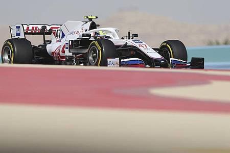 Fuhr im ersten Training in Bahrain noch hinterher: Mick Schumacher. Foto: Kamran Jebreili/AP/dpa