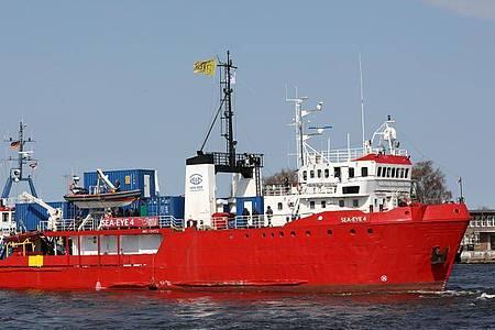 Das Seenotrettungsschiff «Sea-Eye 4» ist im April von Rostock aus zum Einsatz ins Mittelmeer aufgebrochen. Foto: Bernd Wüstneck/dpa-Zentralbild/dpa