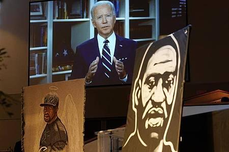 Ein Jahr nach dem ersten Todestag von George Floyd empfängt US-Präsident Joe Biden Flyds Angehörige. Foto: David J. Phillip/AP POOL/dpa