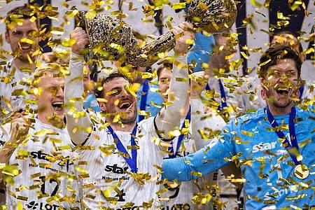 Mit dem unerwartet klaren 33:28-Sieg im Finale gegen den FC Barcelona krönten sich die Kieler in Köln zum vierten Mal nach 2007, 2010 und 2012 zu Europas bester Vereinsmannschaft. Foto: Marius Becker/dpa