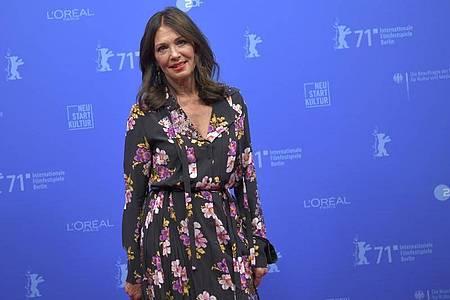 Iris Berben kommt zur Eröffnung der Sommer-Berlinale. Foto: Stefanie Loos/AFP POOL/dpa