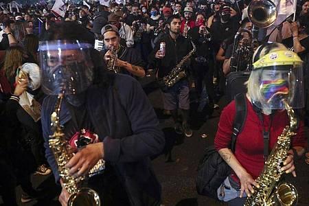 Es ist ein Ergebnis der großen Proteste vom vergangenen Jahr: In Chile wurde darüber abgestimmt, ob das Land eine neue Verfassung bekommt. Foto: Esteban Felix/AP/dpa