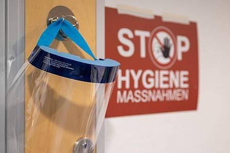 Deutschlandweit liegen wieder mehr als 1000 Menschen auf den Corona-Intensivstationen. Foto: Sebastian Gollnow/dpa
