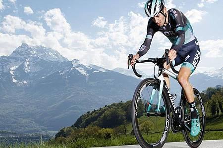 Emanuel Buchmann ist auf der vierten Etappe der Dauphiné-Rundfahrt gestürzt. Foto: Valentin Flauraud/KEYSTONE/dpa