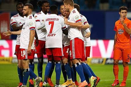 Der HSV feierte im Nachholspiel gegen Erzgebirge Aue einen souveränen Heimsieg. Foto: Christian Charisius/dpa