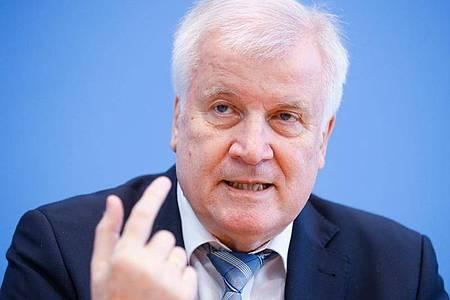 Horst Seehofer (CSU) ist als Bundesinnenminister auch für den Sport zuständig. Foto: Hannibal Hanschke/Pool/Reuters/dpa