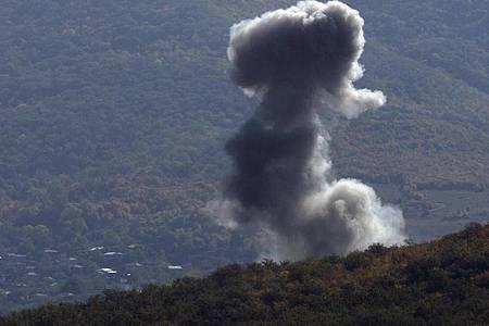 Armenien und Aserbaidschan haben sich auf eine Waffenruhe bei den Kämpfen in Berg-Karabach geeinigt. Foto: Uncredited/AP/dpa