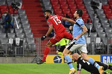 Eric Maxim Choupo-Moting (l) erzielte das 2:0 für den FC Bayern. Foto: Sven Hoppe/dpa