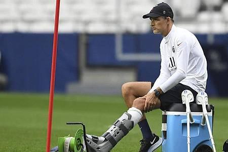 Wird gegen Atalanta Bergamo trotz seiner Fußverletzung an der Seitenlinie stehen: Trainer Thomas Tuchel von Paris Saint-Germain. Foto: David Ramos/Pool Getty/Pool/dpa