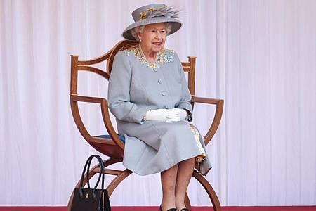 Königin Elizabeth II. von Großbritannien bei der Parade zu ihrem Geburtstag. Foto: Chris Jackson/PA Wire/dpa