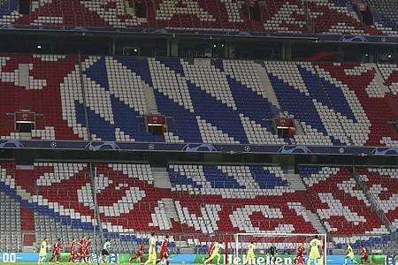 Wegen steigender Corona-Zahlen blieben die Zuschauerränge in München leer. Foto: Matthias Schrader/Pool AP/dpa