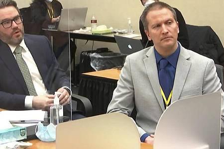Verteidiger Eric Nelson fordert für seinen Mandanten Derek Chauvin (r) eine Bewährungsstrafe. Foto: Uncredited/Court TV Pool/AP/dpa