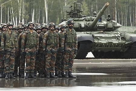 Indische Soldaten auf dem Truppenübungsplatz Mulino in der Region Nischni Nowgorod. Foto: Savitskiy Vadim/Russian Defense Ministry Press Service/AP/dpa
