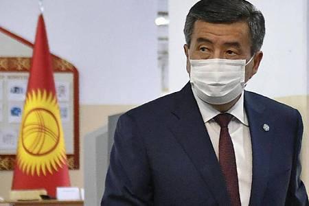 Gibt sein Amt als Staatschef ab:Sooronbaj Dscheenbekow. Foto: Vladimir Voronin/AP/dpa