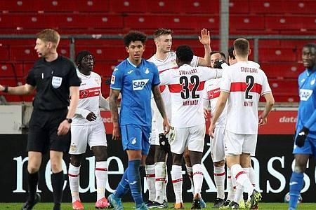 Stuttgarts Sasa Kalajdzic (M) erzielte im siebten Bundesliga-Spiel in Serie ein Tor. Foto: Tom Weller/dpa