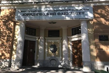 Die Juristische Fakultät, in der Wladimir Putin zum Juristen ausgebildet wurde. Foto: Ulf Mauder/dpa