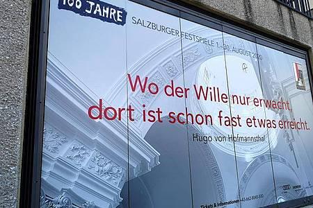 Das Plakat der Salzburger Festspiele 2020 zum 100-jährigen Jubiläum. Foto: Barbara Gindl/APA/dpa