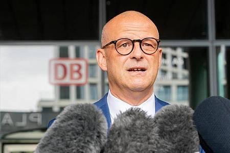 Martin Seiler, Personalvorstand der Deutschen Bahn (DB). Foto: Christoph Soeder/dpa/Archivbild