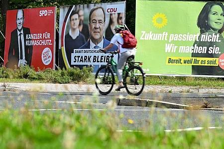 Wahlplakate vonSPD, CDU und Grünen in Frankfurt am Main. Foto: Arne Dedert/dpa