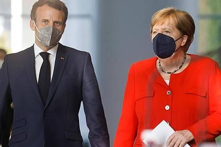 Bundeskanzlerin Angela Merkel und Frankreichs Präsident Emmanuel Macron zusammen in Berlin. Foto: Axel Schmidt/Reuters-Pool/dpa