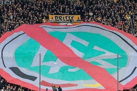 Der Unmut der Fans gegen DFBund DFL nahm in den letzten Monaten immer mehr zu. Foto: Robert Michael/dpa-Zentralbild/dpa