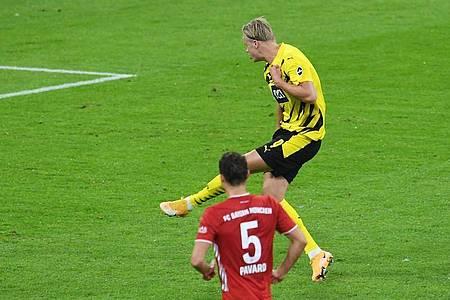 Erling Haaland sorgte vom Elfmeterpunkt für den Dortmunder Ausgleich. Foto: Andreas Gebert/Reuters/Pool/dpa