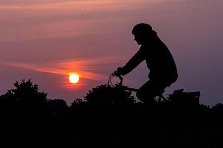 Sonnenaufgang in Bremen. Foto: Sina Schuldt/dpa