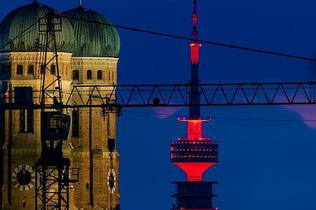Der Fernsehturm auf dem Olympiagelände in München. Foto: Peter Kneffel/dpa