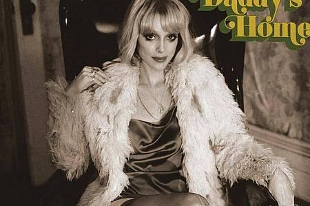 Mit «Daddy`s Home» ist Annie Clark alias St. Vincent das bislang beste Album ihrer Karriere gelungen. Foto: -/Virgin Music/dpa
