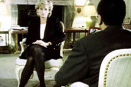 Prinzessin Diana im Gespräch mit dem BBC-Reporter Martin Bashir (1995). Foto: BBC/PA Media/dpa