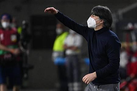 «Auf keinen Fall dürfen wir jetzt völlig den Glauben verlieren an die Stärke, die die Mannschaft hat», sagt Löw. Foto: Federico Gambarini/dpa